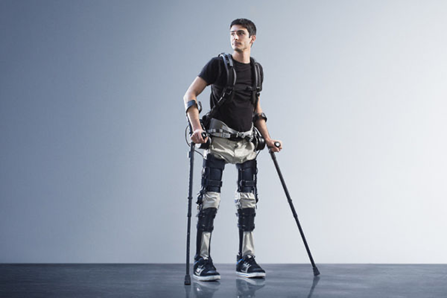 Exosquelette médical aidant les patients à remarcher.