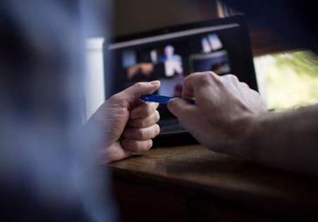 Comment intégrer les jeunes recrues à l'heure du télétravail ?